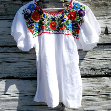 Embroidered peasant top, Mexican blouses, Mexican embroidered blouse, Hippie tops, Embroidered blouses from mexico, White embroidered top