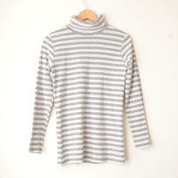 grey and white striped mock turtleneck long sleeves t-shirt 90s // S-M
