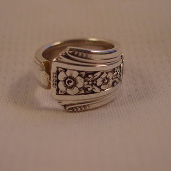A Pretty Spoon Ring Size 6 Fortune Pattern Antique Spoon and Fork Jewelry t352