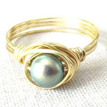 Green pearl ring/wire wrap ring/Swarovski ring/iridescent pearl/summer jewelry/simple ring/pearl and gold ring/iridescent green/pearl bead