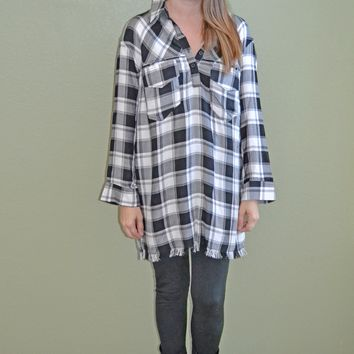 Pop on Over Plaid Tunic Top: Black/White