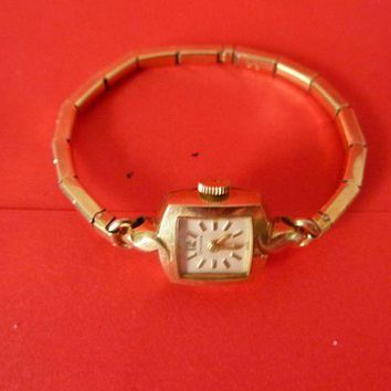 ONETOW Vintage Longines gold toned ladies watch small face expandable band ticks