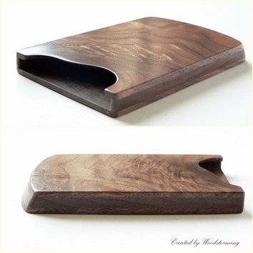 Walnut business card holder - impressive wood pattern - by Woodstorming