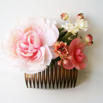Blush Pink Flower Hair Comb. Handmade Couture Bridal Hair Accessory with Silk Flowers. Romantic Garden Wedding Hair Accessories.