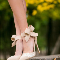 Nude Wedding Shoes, Bridal Shoes, Nude Heels, Wedding Heels, Bridal Heels, Bridesmaid Gift, Pumps, High Heels with Ivory Lace. US Size 6.5