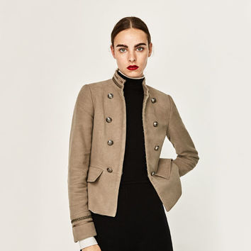 BUTTONED MILITARY BLAZER DETAILS