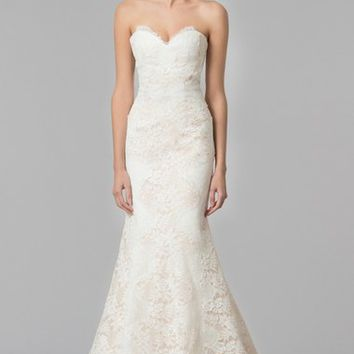 Carolina Herrera 'Dahlia' Strapless Lace Trumpet Gown (In Stores Only) | Nordstrom