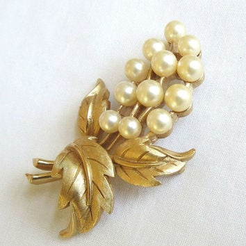 Vintage Crown TRIFARI signed Faux Pearl Flower & Leaf Brooch or Pin