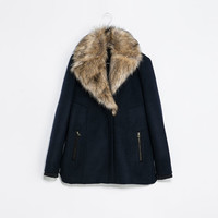 THREE QUARTER LENGTH COAT WITH FUR COLLAR
