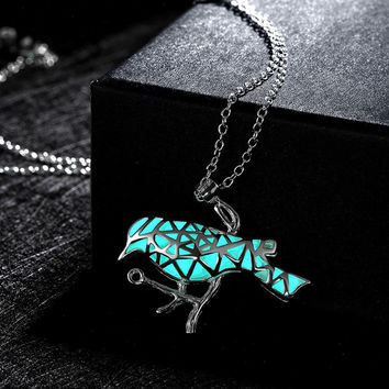 N012 New Fashion Glowing In Dark luminous Pendant Necklace Popular Silver Noctilucent Bird Chain Necklace Fluorescent SN9