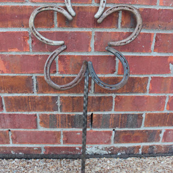 Rustic Horseshoe Flower Decorative Yardart Great addition to your garden Lucky repurposed horseshoes