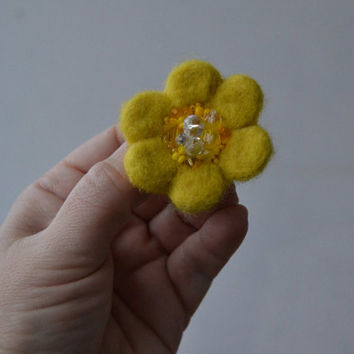 Yellow Needle Felted Brooch Little Wool Felt Flower, Small Felt Flower Pin, Yellow Flower Brooch, Felted Flower,Corsage Brooch,Woolen Brooch