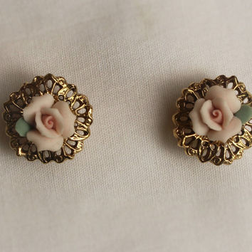 Vintage Pastel Pink Rose Stud Earrings In Gold Tone