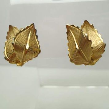 Lisner Folded Leaves Clip On Earrings Finely Embossed Vintage Floral Jewelry