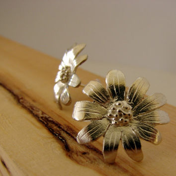 Daisy Earrings Stud Sterling Silver by Nafsika on Etsy