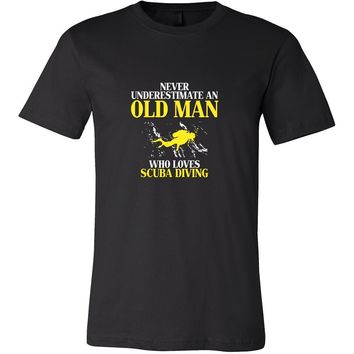 Scuba Diving Shirt - Never underestimate an old man who loves scuba diving Grandfather Hobby Gift