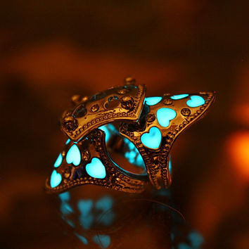 Double finger rings HEARTS GLOW in the DARK