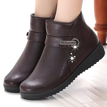 Women boots designer rivet leather boots women winter shoes 2017 new velvet plush slip-on ankle boots for women ladies work