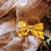 Golden bow necklace