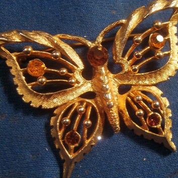 Amber Rhinstone Butterfly Brooch Pin Rootbeer Crystals Gold Tone Vintage Estate Costume Jewelry