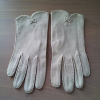 Dawnelle women's 1950's wrist length ivory dress gloves