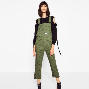 CAMOUFLAGE PRINT DUNGAREES DETAILS