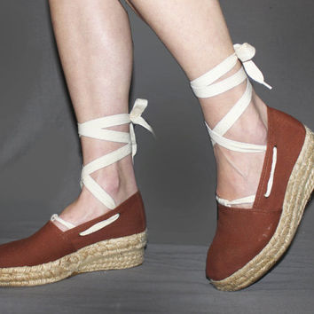 Vintage ESPADRILLES Wedge Sandals / Cream TIE UP Leg Laces / Rust Brown Canvas, Rope Wedge / Boho, Festival / 7 us, 5.5 aus, 4.5 uk, 38 eu