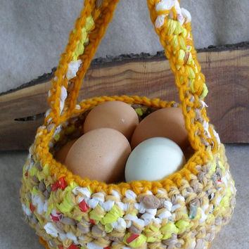Plarn Yarn Carry Basket Crochet from recycled plastic bags and yarn mix