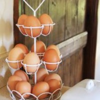 WHITE VINTAGE WIRE EGG BASKET CHIC HEART METAL STORAGE CONTAINER HOLDER HOLDS 15 EGGS