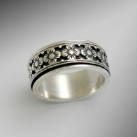 Sterling silver woodland  floral spinner band meditation ring - New beginnings.