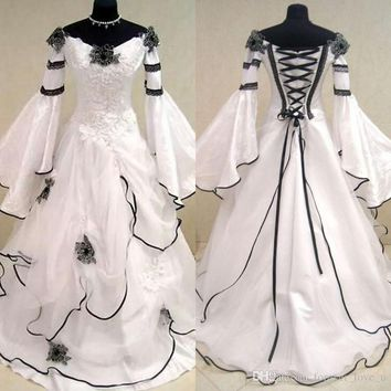 Renaissance Vintage Black and White Medieval Wedding Dresses Vestido De Novia Celtic Bridal Gowns with Fit and Flare Sleeves Flowers