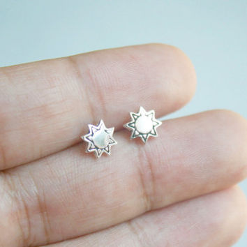 Silver Sun Stud Earrings - Tiny Stud Earrings - Minimalist Stud earrings - Sun Earrings - Sun Post Earrings - Oxidized Studs - Gift for her