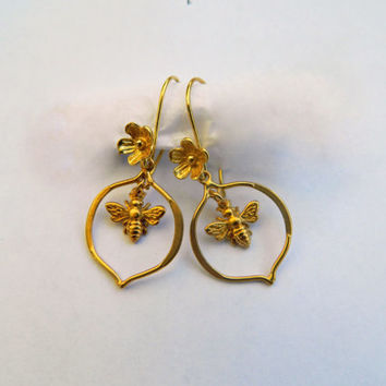 Gold Moroccan Bee Earrings, Bee Hoops, Earrings with Bees, Bee Charms, Bee Theme, Bridesmaid Earrings, Bee Design, Garden Theme