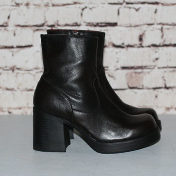 90s Chunky Boot US 9 Leather Dark Brown Heel Ankle Grunge Hipster Festival Minimalist Punk Nu Goth Gothic Pastel Mega Platform