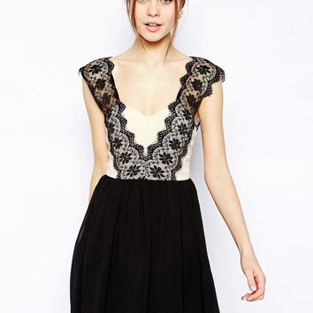Black Sleeveless Deep V-Cut Scallop Floral Lace Pleated Mini Dress