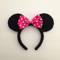 Custom crochet Disney inspired Minnie Mouse ears headband with hot pink bow photo prop