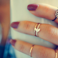 over the moon - tiny moon ring. silver midi ring. knuckle ring. silver moon ring.