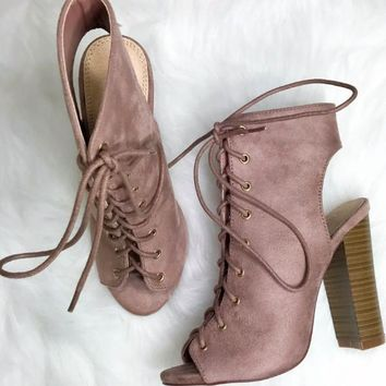 MODEL SZ 5.5 St. Augustine Mauve Lace Up Booties
