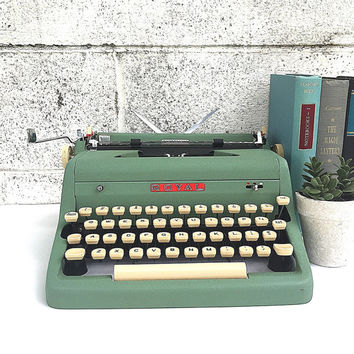 Green ROYAL Typewriter | WORKING Portable Manual Typewriter | Vintage 1950s Royal Quiet De Luxe Model with Original Case | Photography Prop
