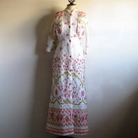 Vintage 60s Floral Robe 1960s White Pink Floral Maxi Quilted House Coat Medium