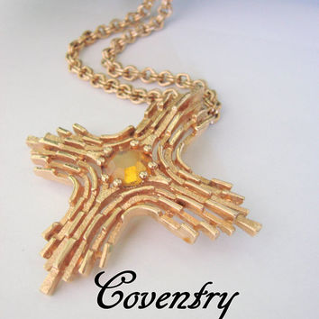 Vintage Sarah Coventry Modernist Abstract Cross Pendant Necklace / Topaz Glass / Textured Gold Tone / 1960s 1970s / Jewelry / Jewellery