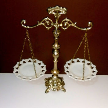 Vintage Scale Elegant Scale Scale of Justice White Scale Metal Scale