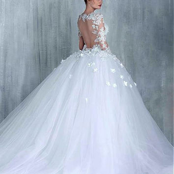New!Luxurious Tulle Sweetheart Neckline Ball Gown Wedding Dress Aplliqued Beading 3D flowers Sweep Train Bridal Dresses Liyuke