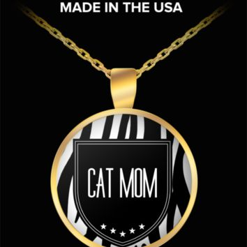 Cat Mom Necklace - Proud Cat Mom - Round Gold Plated Cat Mom Jewelry Pendant & Chain Fits All - World's Best Cat Mom - Funny Gifts For Cat Lover Person Wife Husband Mom Dad Mother's Father's Day Women Men Christmas New Years Day Party Valentine's Day
