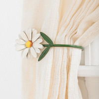 Daisy Curtain Tie-Back