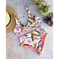 kylie front tie knot - seamless bikini top - birds of paradise