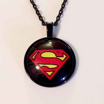 25mm Superman Glass Cabochon Pendant BLK