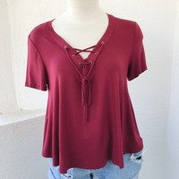 DENISE LACE FRONT TOP- BURGUNDY