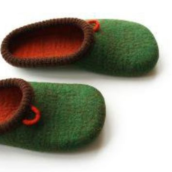 Green Daddy / Man's felted slippers/ Size US 105 Euro by onstail