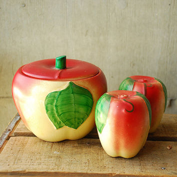 Hull Pottery Apple Set Salt and Pepper Shakers and by vint